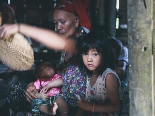 Ám ảnh ánh mắt trẻ em trong vùng tâm lũ ở Lào Cai