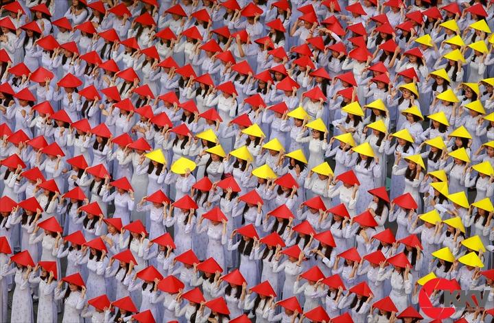 Rạng rỡ áo dài Việt