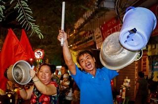 Cổ động viên Sài Gòn xuống đường cổ vũ tuyển U23 Việt Nam