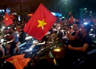Niềm vui bất tận của cổ động viên Việt Nam