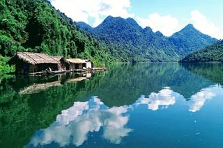 Mưu sinh (thủy điện Tuyên Quang) tác giả Vi Hà, tỉnh Tuyên Quang.