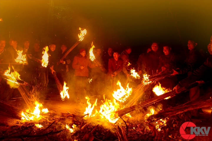 lấy lửa đêm giao thừa
