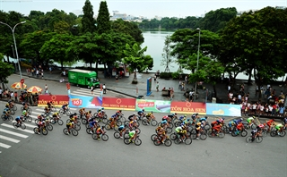 Đua xe giải TÔN HOA SEN quanh hồ Hoàn Kiếm